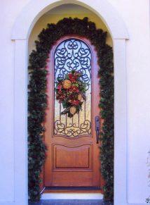 SINGLE ROUND TOP WOOD DOOR WITH IRON